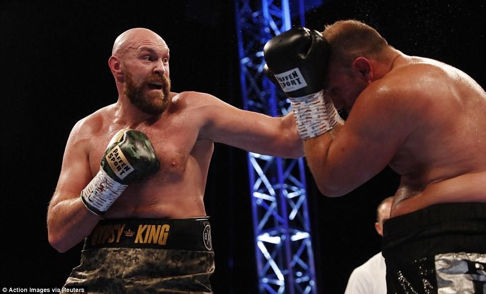 Tyson Fury đòi ru ngủ Deontay Wolder bằng cú tay trái sở trường  - Ảnh 3.