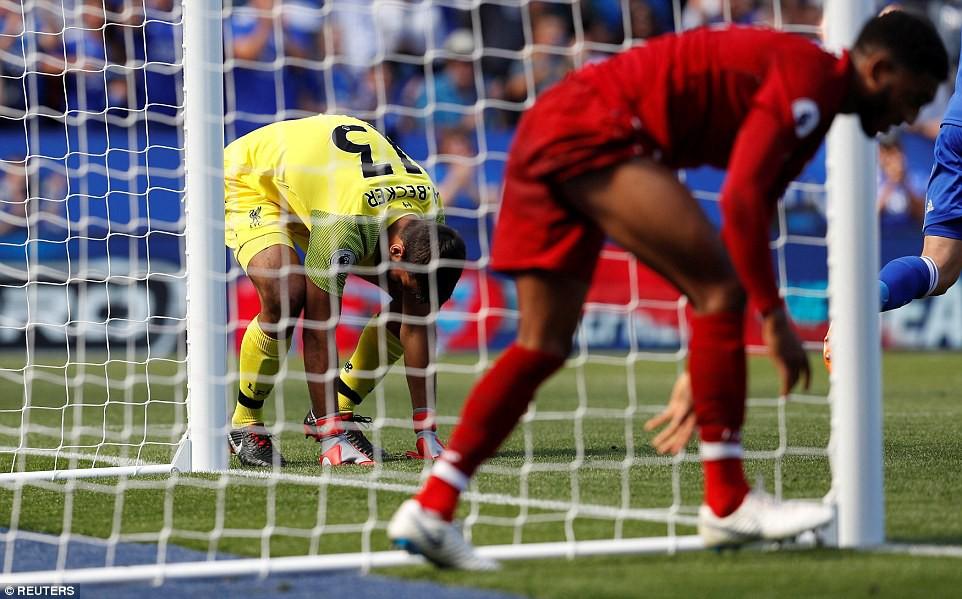 Phản ứng gay gắt của NHM Liverpool sau sai lầm khó tin của thủ môn Alisson - Ảnh 4.