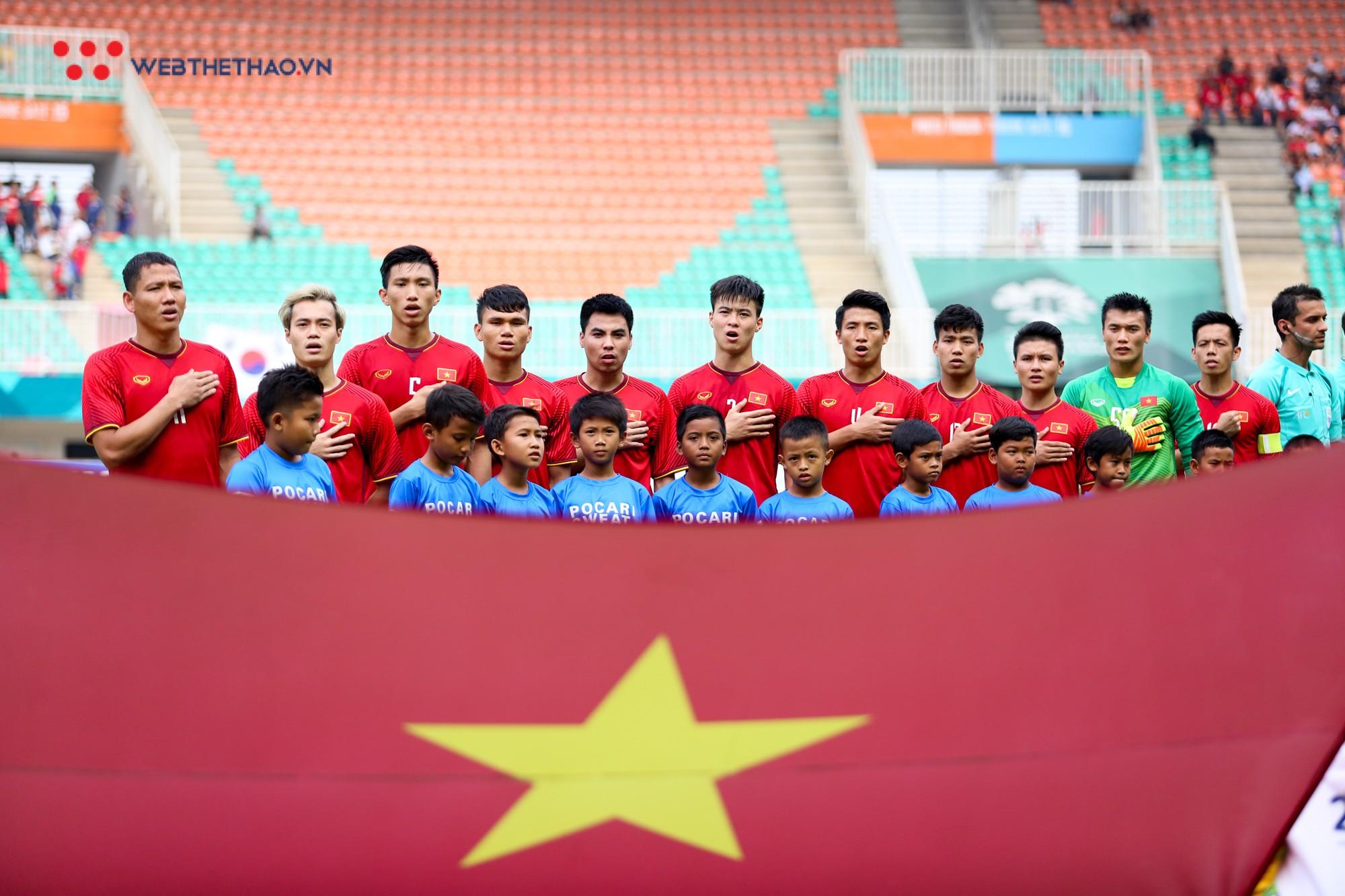 Cầu thủ U23 và Olympic Việt Nam sẽ dự lễ đón Cúp Ngoại hạng Anh đến Việt Nam - Ảnh 1.