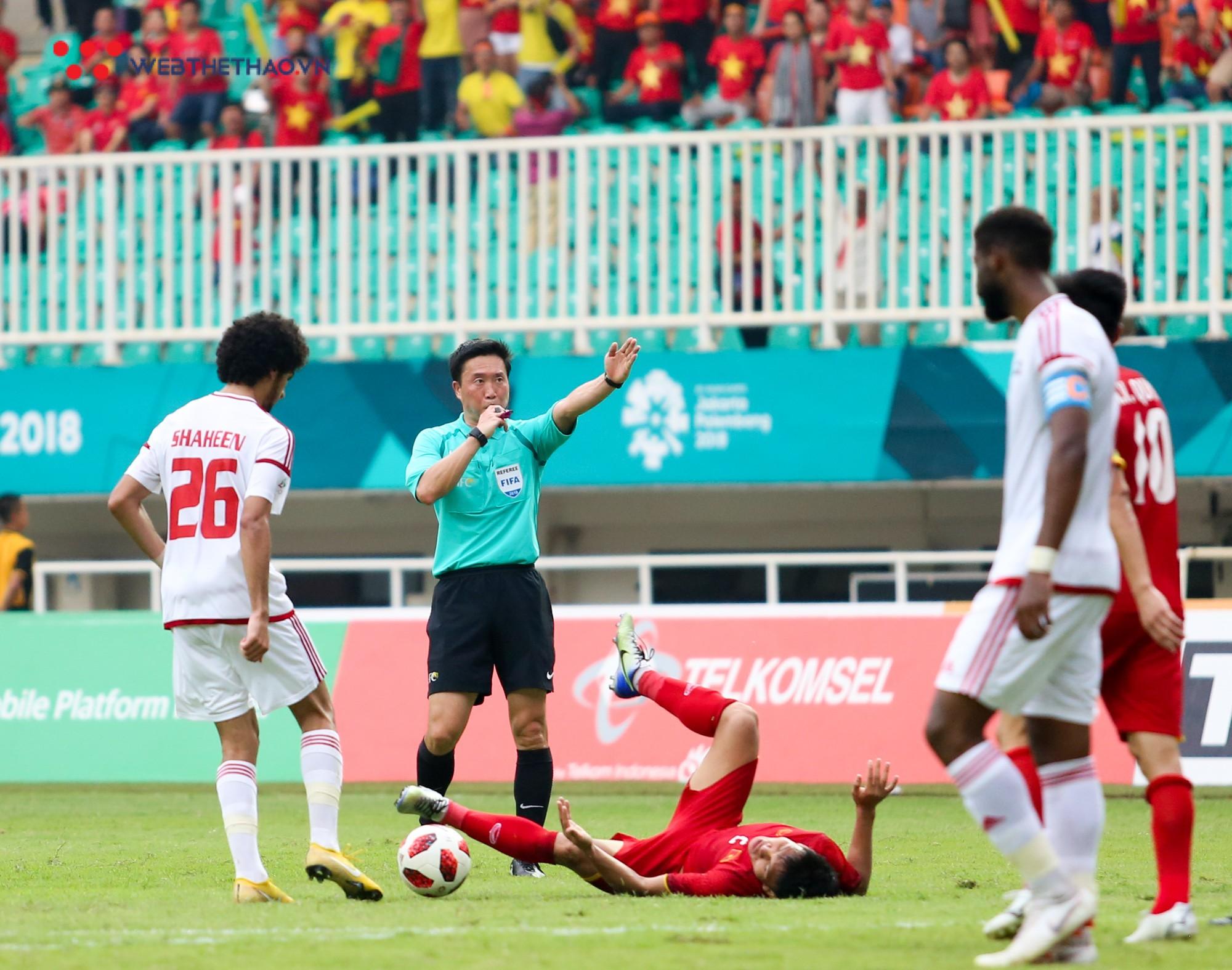 HLV Park Hang Seo bất mãn với Olympic UAE vì câu giờ chờ đá penalty - Ảnh 4.