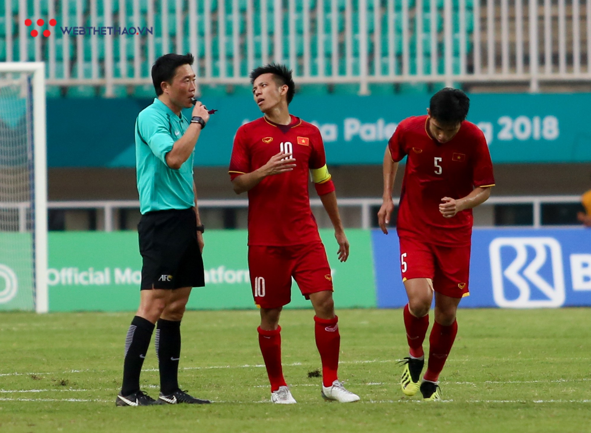 HLV Park Hang Seo bất mãn với Olympic UAE vì câu giờ chờ đá penalty - Ảnh 6.
