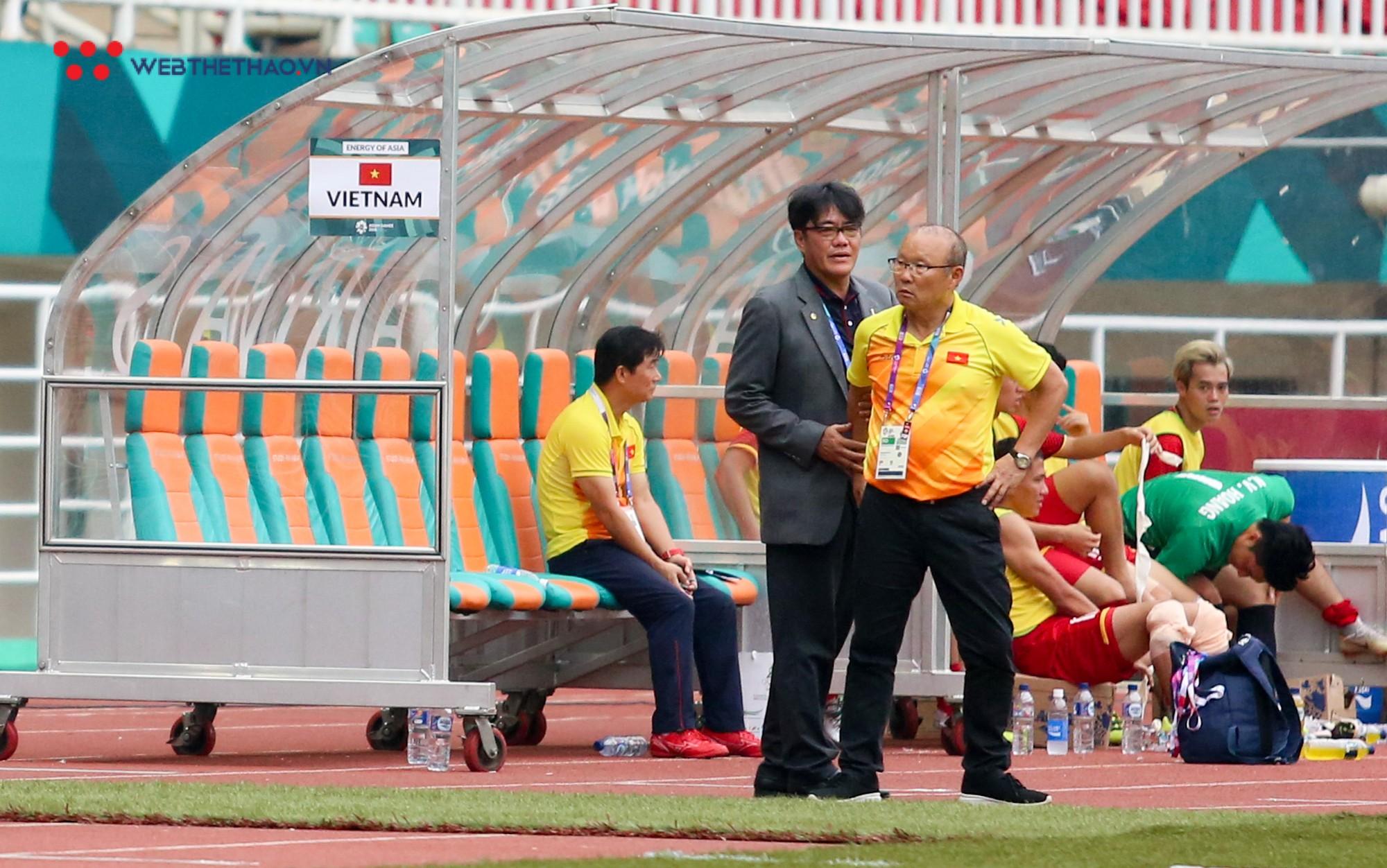 HLV Park Hang Seo bất mãn với Olympic UAE vì câu giờ chờ đá penalty - Ảnh 8.