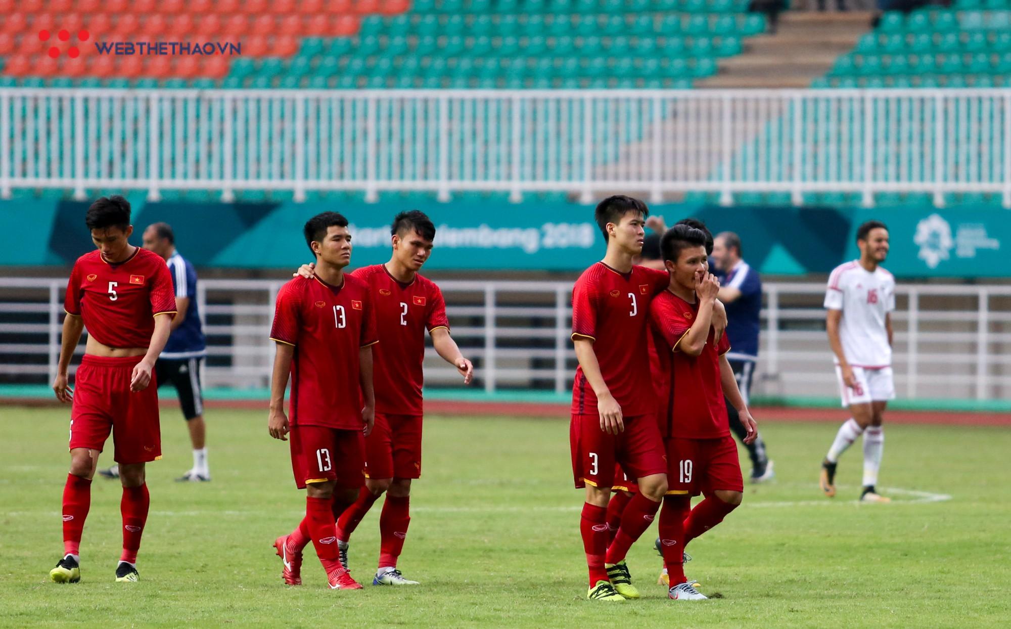 HLV Park Hang Seo bất mãn với Olympic UAE vì câu giờ chờ đá penalty - Ảnh 10.