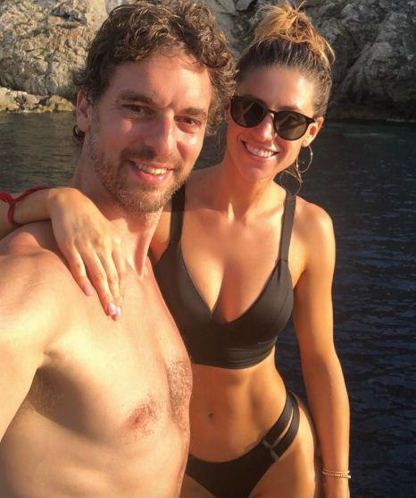 Pau Gasol vui vẻ bên bạn gái xinh đẹp tại đảo du lịch Ibiza - Ảnh 1.