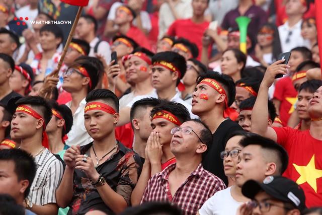 Chùm ảnh: Lệ tuôn rơi vì Olympic Việt Nam - Ảnh 6.