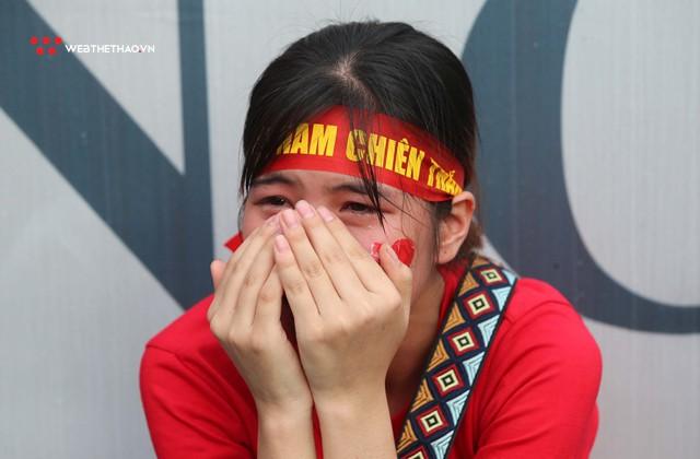 Chùm ảnh: Lệ tuôn rơi vì Olympic Việt Nam - Ảnh 14.