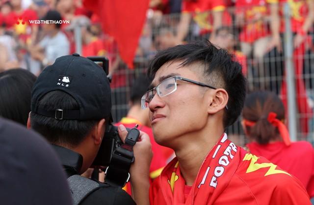 Chùm ảnh: Lệ tuôn rơi vì Olympic Việt Nam - Ảnh 18.