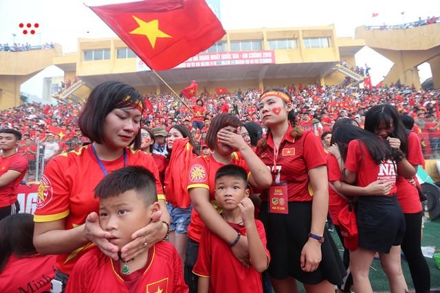 Chùm ảnh: Lệ tuôn rơi vì Olympic Việt Nam - Ảnh 16.