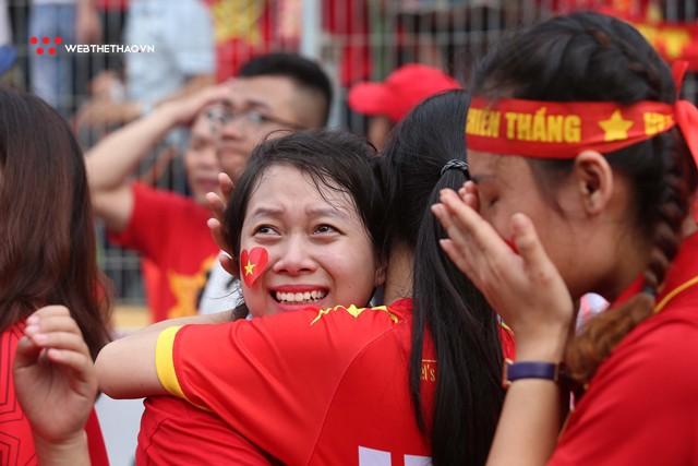 Chùm ảnh: Lệ tuôn rơi vì Olympic Việt Nam - Ảnh 10.