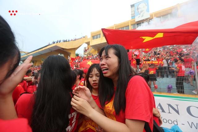 Chùm ảnh: Lệ tuôn rơi vì Olympic Việt Nam - Ảnh 9.