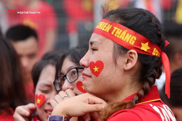 Chùm ảnh: Lệ tuôn rơi vì Olympic Việt Nam - Ảnh 13.