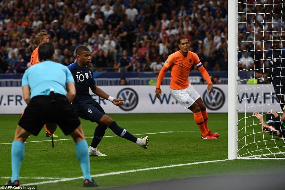 Kỷ lục của Giroud và top 5 thống kê nổi bật trong chiến thắng của Pháp trước Hà Lan - Ảnh 1.