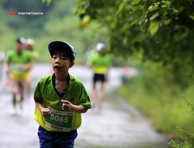 Trang An Marathon 2018: Những bước chân tí hon giữa thánh địa của Tướng Cờ Lau - Ảnh 4.