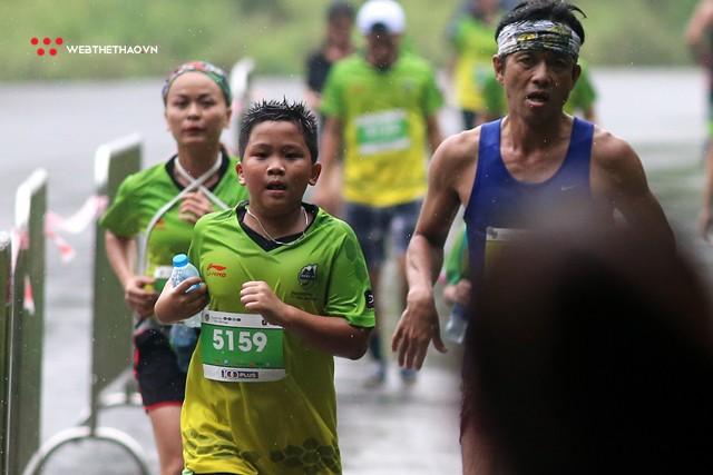 Trang An Marathon 2018: Những bước chân tí hon giữa thánh địa của Tướng Cờ Lau - Ảnh 2.