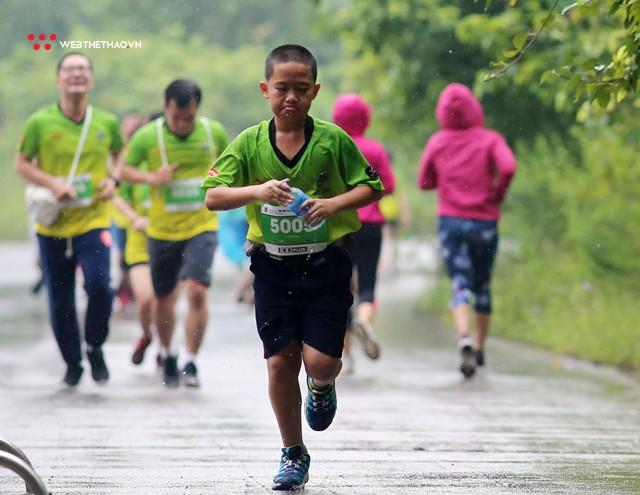 Trang An Marathon 2018: Những bước chân tí hon giữa thánh địa của Tướng Cờ Lau - Ảnh 10.