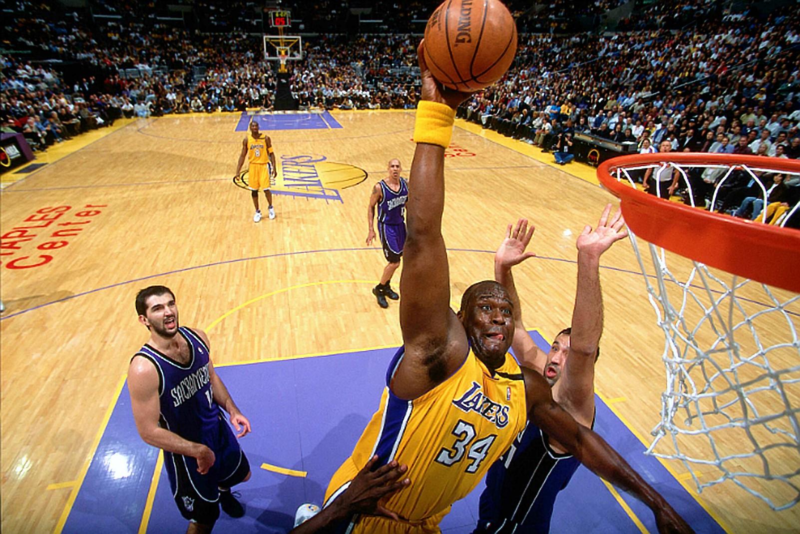 Nghe nhiếp ảnh gia huyền thoại của LA Lakers nói về khoảnh khắc bị Shaquille ONeal đè lên người  - Ảnh 3.