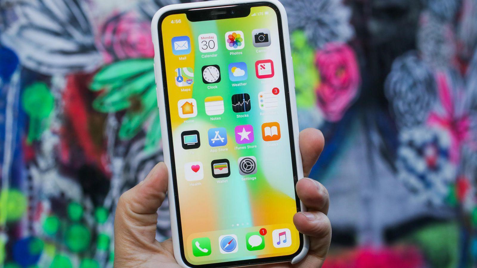 Cầu thủ bóng đá cũng phát cuồng vì sự kiện ra mắt iPhone 2018 - Ảnh 1.