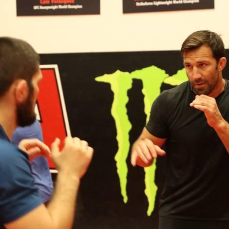 Cain Velasquez và Luke Rockhold giúp Khabib chuẩn bị trận đấu với Conor - Ảnh 12.