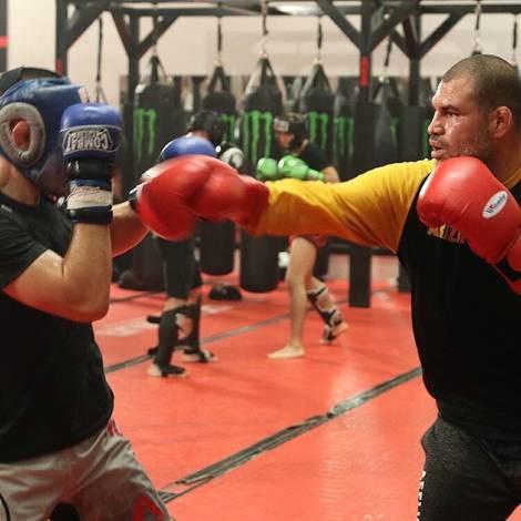 Cain Velasquez và Luke Rockhold giúp Khabib chuẩn bị trận đấu với Conor - Ảnh 6.
