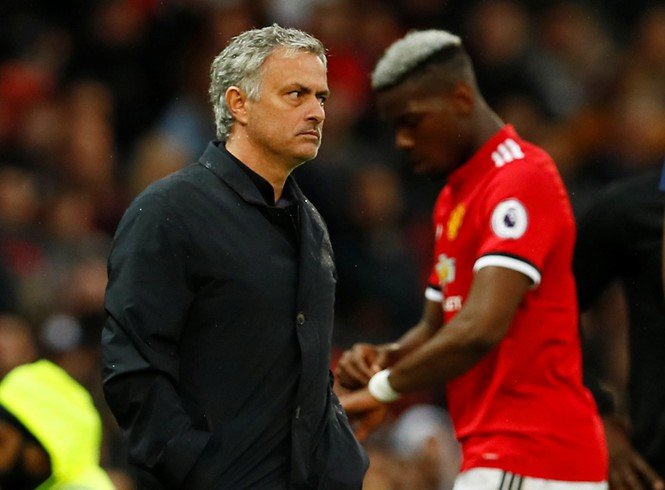 CĐV M.U đang ngả về phe nào trong cuộc nội chiến 2 mùa giữa Pogba và Mourinho? - Ảnh 1.