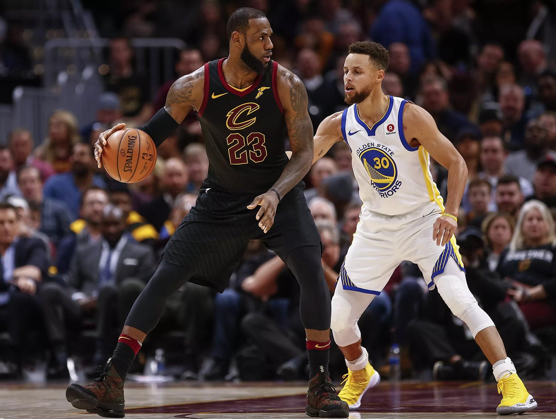 Giày của đức vua: Nhìn lại 15 mẫu Nike LeBron 15 đỉnh nhất mùa giải 2017-18 - Ảnh 1.
