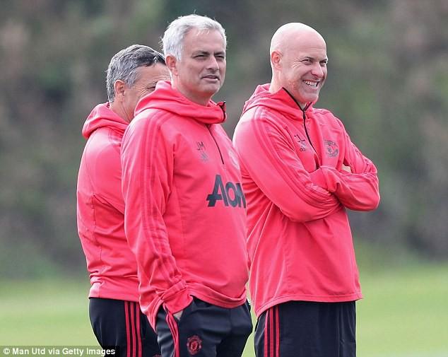 Chuyên gia Mark Lawrenson nhận định dự đoán tỷ số trận Burnley - Man Utd - Ảnh 3.