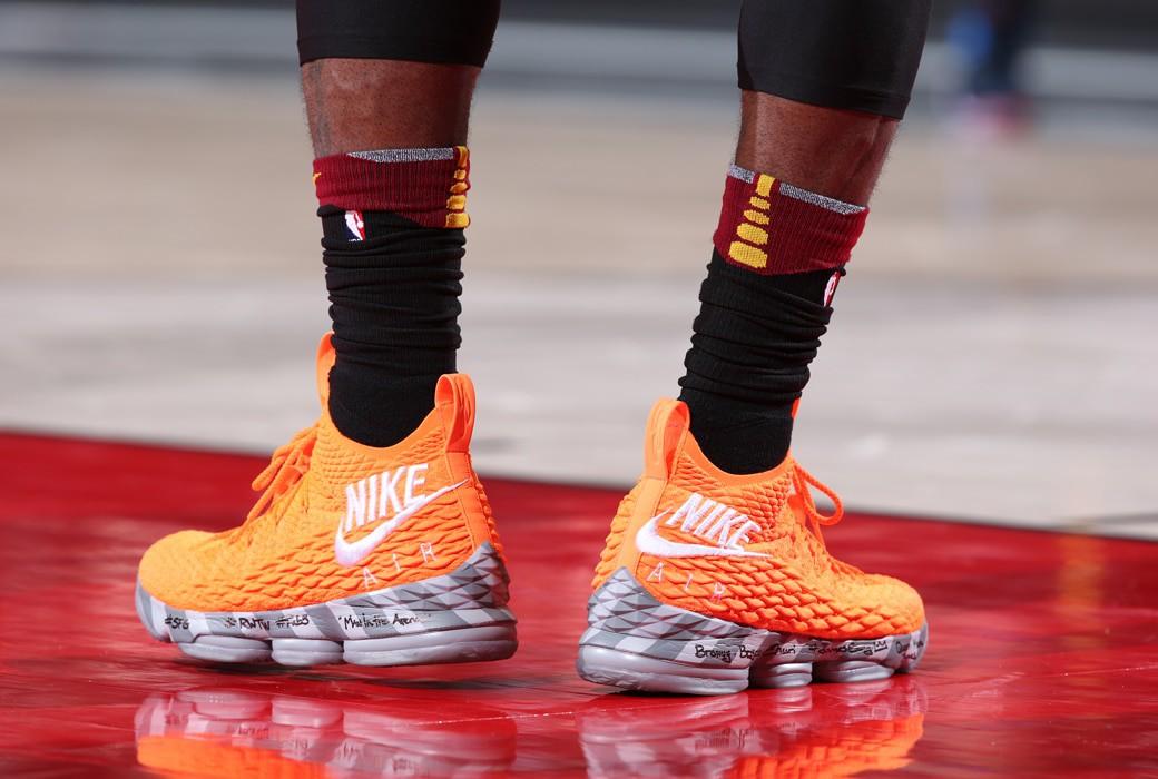 Giày của đức vua: Nhìn lại 15 mẫu Nike LeBron 15 đỉnh nhất mùa giải 2017-18 - Ảnh 12.