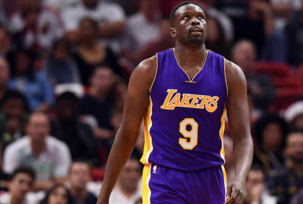 Đẩy đi thành công quả tạ triệu đô Luol Deng, người hâm mộ Los Angeles Lakers mừng hết lớn - Ảnh 2.