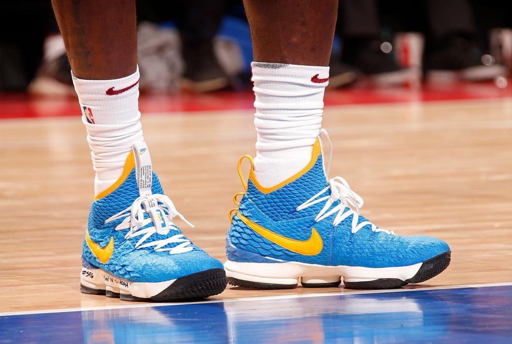 Giày của đức vua: Nhìn lại 15 mẫu Nike LeBron 15 đỉnh nhất mùa giải 2017-18 - Ảnh 11.