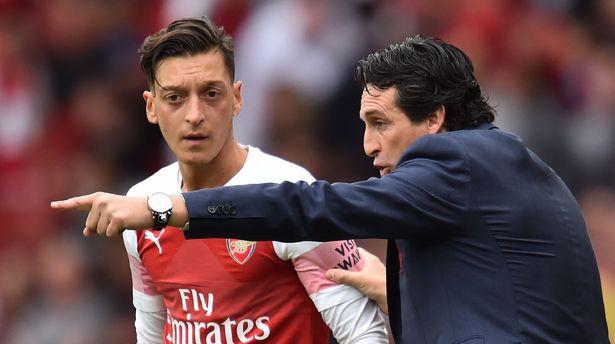 Joachim Loew bị cấm nói chuyện với Ozil khi tới sân tập Colney của Arsenal  - Ảnh 2.