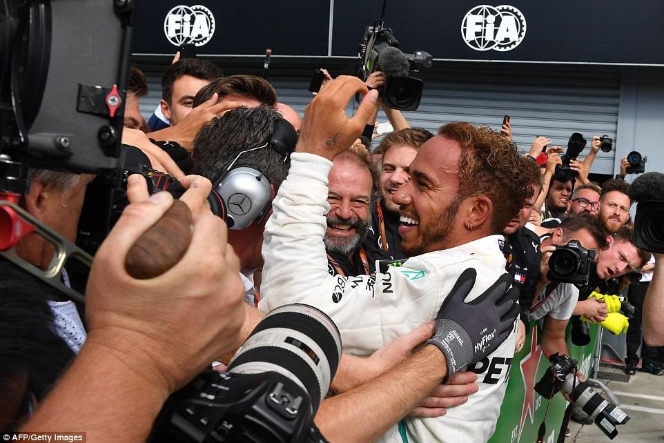 Italian GP 2018: Va chạm nảy lửa với Vettel, Hamilton vẫn lên ngôi đầy kịch tính - Ảnh 1.