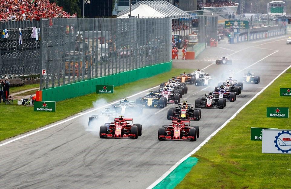 Italian GP 2018: Va chạm nảy lửa với Vettel, Hamilton vẫn lên ngôi đầy kịch tính - Ảnh 3.