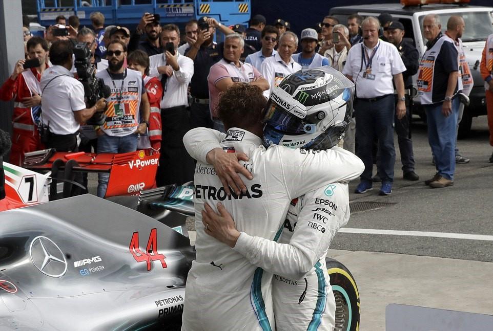 Italian GP 2018: Va chạm nảy lửa với Vettel, Hamilton vẫn lên ngôi đầy kịch tính - Ảnh 6.