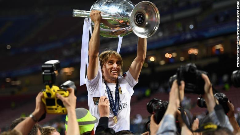 Modric đang vượt cả Ronaldo và Salah trong cuộc bầu chọn Cầu thủ xuất sắc nhất năm của FIFA - Ảnh 2.