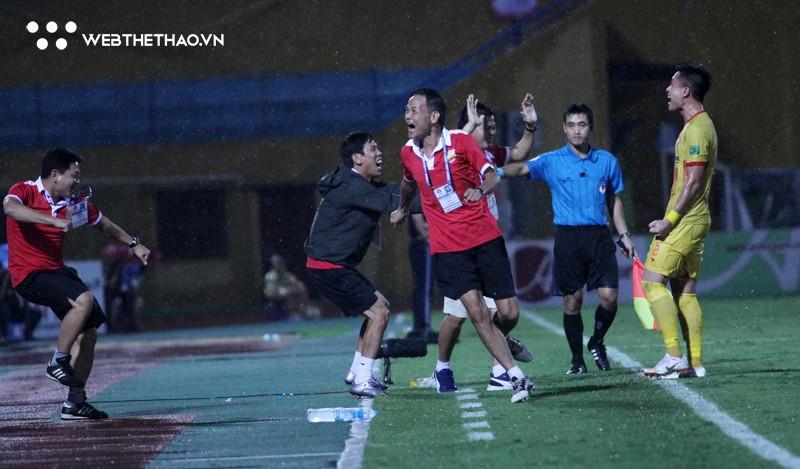 """Nam Định """"chạy cơm từng bữa"""" cho cuộc chiến trụ hạng V.League 2018 - Ảnh 1."""