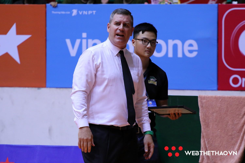 HLV Kevin Yurkus thừa nhận thắng may mắn Hanoi Buffaloes và bất ngờ trước những thay đổi của Todd Purves - Ảnh 1.