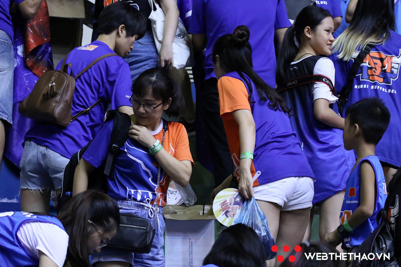 Ngả mũ trước ý thức của CĐV Hanoi Buffaloes, dù đội thua nhưng khán đài của họ vẫn không một mảnh rác - Ảnh 2.