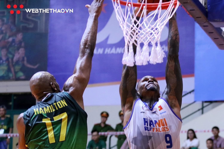 Kobe Bryant nhập Tâm Đinh, Hamilton block hết tốc lực, Cantho Catfish thắng áp đảo Hanoi Buffaloes - Ảnh 2.