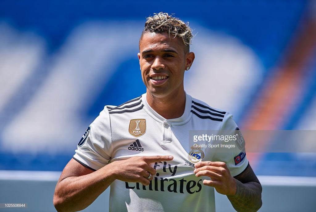 Sự thật việc chiếc áo số 7 Ronaldo để lại bị chê ỏng eo trước khi Real trao cho Mariano - Ảnh 6.