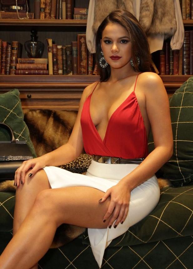 Không đẹp như Á hậu, nhưng bạn gái Neymar cũng từng... bán dâm - Ảnh 10.