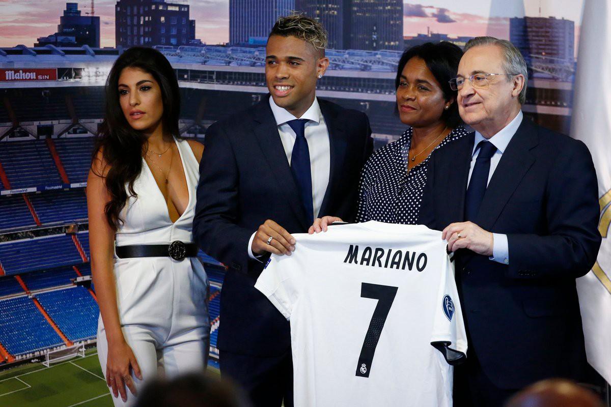 Sự thật việc chiếc áo số 7 Ronaldo để lại bị chê ỏng eo trước khi Real trao cho Mariano - Ảnh 3.