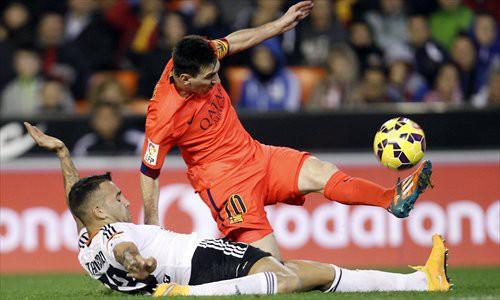 Messi được giải oan sau những chỉ trích chỉ... đi bộ đá bóng - Ảnh 7.
