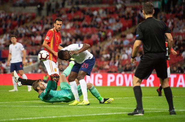 Tranh cãi nổ ra ở trận Anh - Tây Ban Nha vì bàn thắng ma của Welbeck - Ảnh 5.