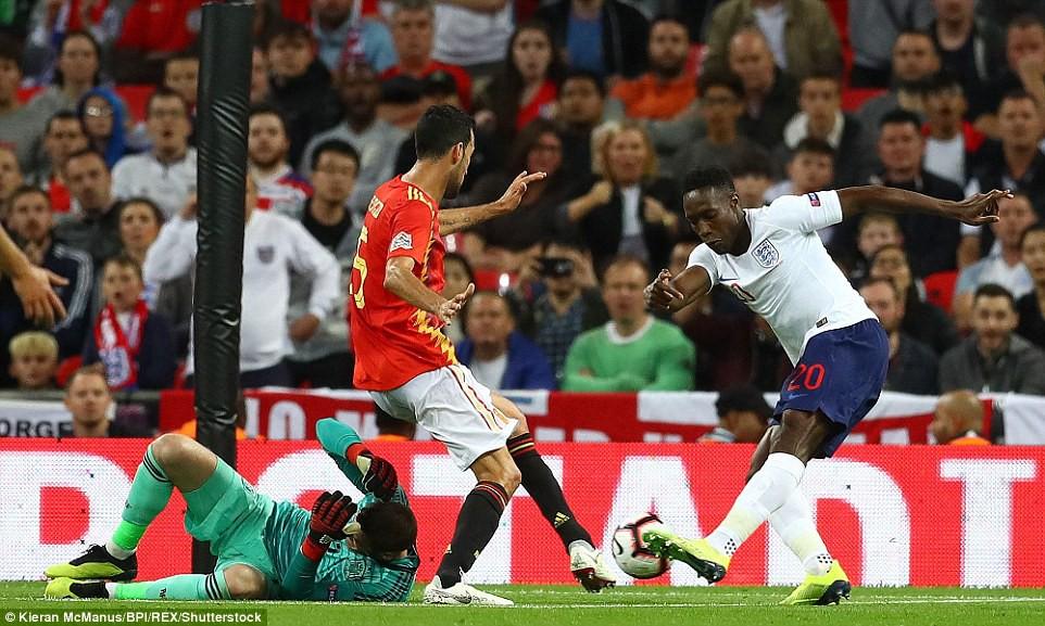 Tranh cãi nổ ra ở trận Anh - Tây Ban Nha vì bàn thắng ma của Welbeck - Ảnh 3.