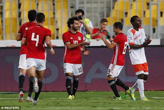 Liverpool có choáng khi Salah lập cú đúp bàn thắng, kiến tạo và... sút hỏng 11m? - Ảnh 1.