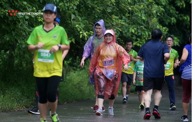 Tràng An Marathon 2018: Những nụ cười và niềm hạnh phúc trong mưa - Ảnh 5.