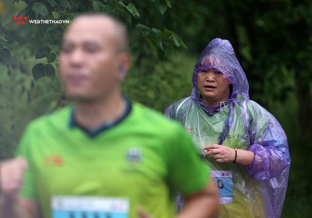 Tràng An Marathon 2018: Những nụ cười và niềm hạnh phúc trong mưa - Ảnh 6.