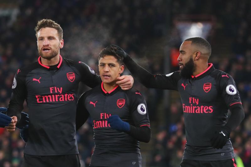 Chỉ còn vài chiến hữu tại Arsenal còn muốn đứng cạnh Alexis Sanchez
