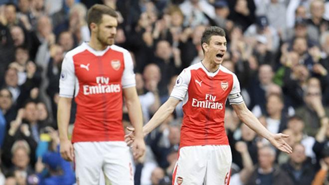 Hàng công yếu ớt, hàng thủ Arsenal cũng bệ rạc