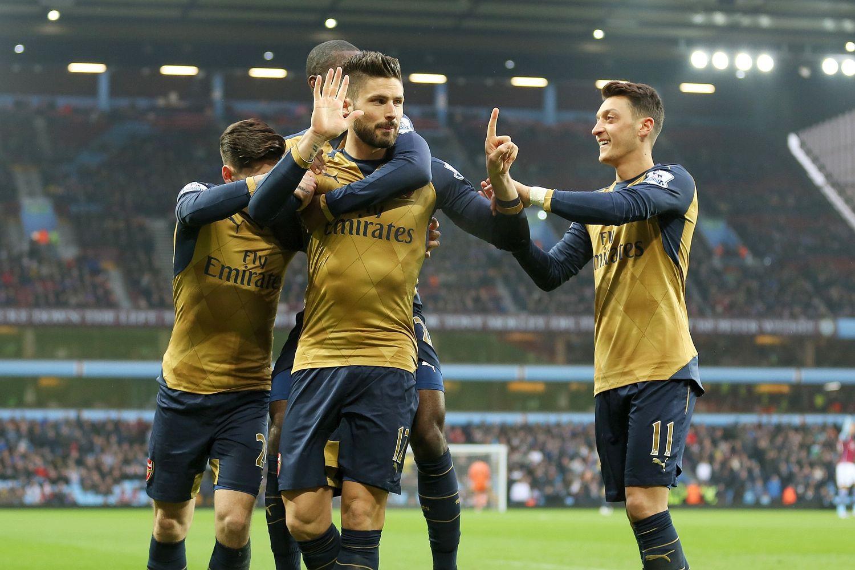 Arsenal đang hưởng lợi với phong độ cao của Giroud và Ozil